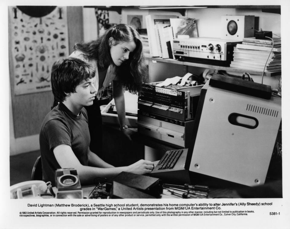 """CIRCA 1983: Ally Sheedy watches  Matthew Broderick  computer in a scene for the MGM/UA movie  """"WarGames"""" circa 1983. (Photo by Hulton Archive/Getty Images)"""