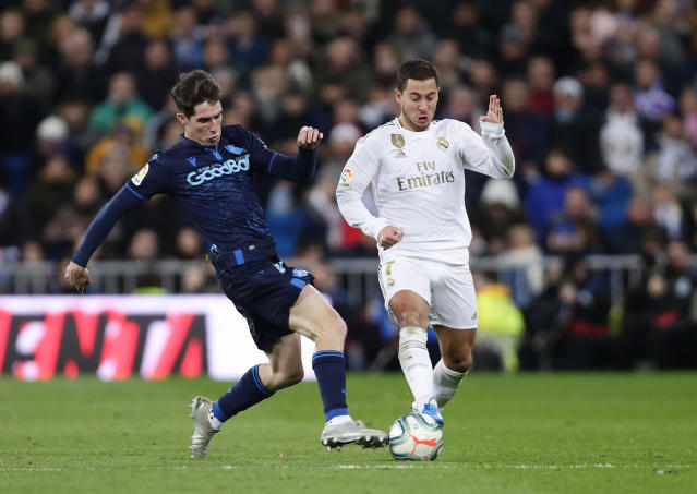 Real Sociedad's Aritz Elustondo, left, challenges Real Madrid's Eden Hazard during the Spanish La Liga soccer match between Real Madrid and Real Sociedad at the Bernabeu stadium in Madrid, Spain, Spain, Saturday, Nov. 23, 2019. (AP Photo/Manu Fernandez)