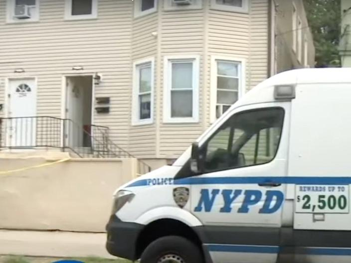 """A man was found dead on Monday on Staten Island in New York City with the message """"I touch little girls"""" written across his chest.  (CBS New York)"""