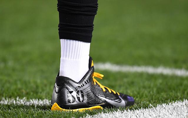 <p>Antonio Brown #84 of the Pittsburgh Steelers warms up wearing special cleats for teammate Ryan Shazier #50 who was injured in a game last week before the game against the Baltimore Ravens at Heinz Field on December 10, 2017 in Pittsburgh, Pennsylvania. (Photo by Joe Sargent/Getty Images) </p>