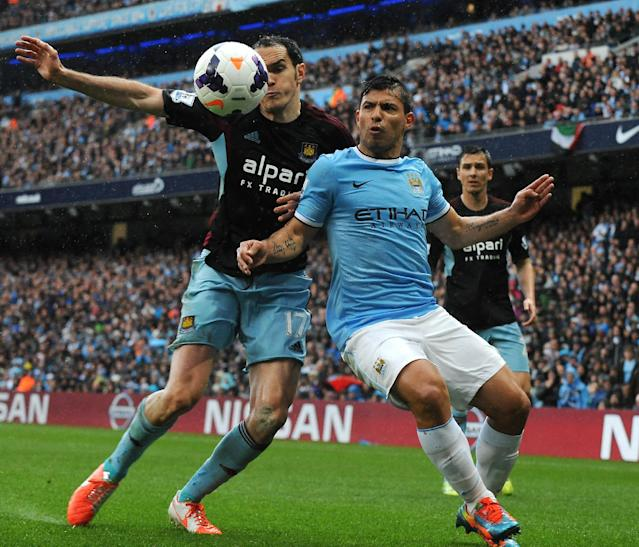 Manchester City's Sergio Aguero and West Ham's Joey O'Brien, left, battle for the ball during the English Premier League soccer match between Manchester City and West Ham United at the Etihad Stadium, Manchester, England, Sunday, May 11, 2014. (AP Photo/Rui Vieira)