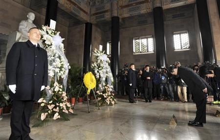 Taiwan's Mainland Affairs Minister Wang Yu-chi and Vice Minister Wu Mei-hung pay their respects to the statue of party founder Sun Yat-sen during their visit at Sun Yat-sen mausoleum in Nanjing