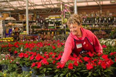 Lowe's plans to hire more than 53,000 full-time, part-time and seasonal associates this spring and will roll out hiring events by region, beginning Jan. 8 at stores in Florida, Southern California and Hawaii, as well as parts of Arizona, Utah, Nevada, Texas, Alabama and Georgia.