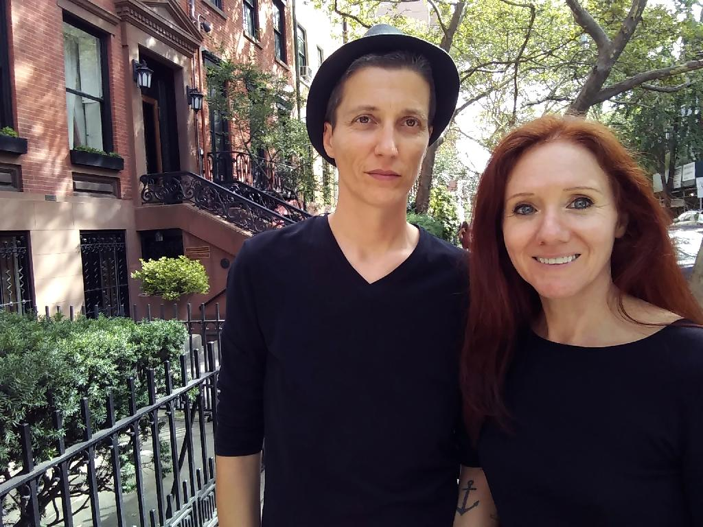 This handout photo provided by Fleur Pierets (R) shows her in August in New York with Julian P. Boom (L), whose terminal cancer has now shattered the two artists' dream of celebrating their gay marriage in 25 countries where it is now legal. (AFP Photo/Fleur Pierets)