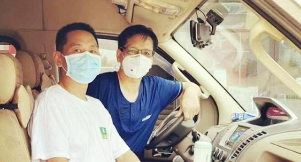 China is mourning the death of pandemic volunteer Cao Zhicheng, pictured right. Source: Weibo