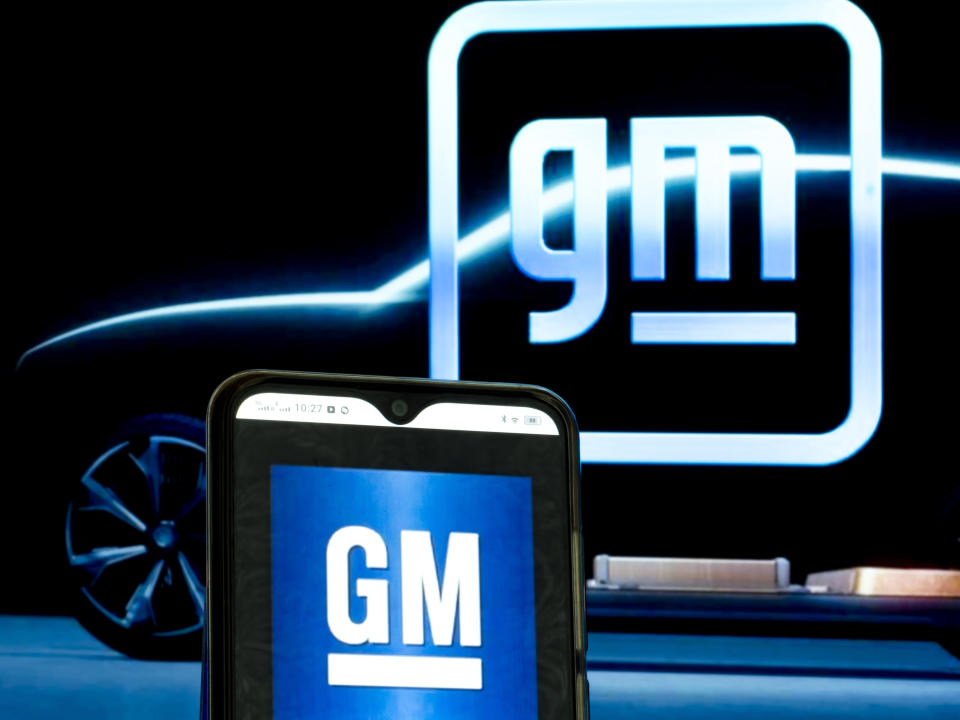 UKRAINE - 2021/05/22: In this photo illustration, a General Motors Company logo seen displayed on a smartphone and in the background. (Photo Illustration by Igor Golovniov/SOPA Images/LightRocket via Getty Images)