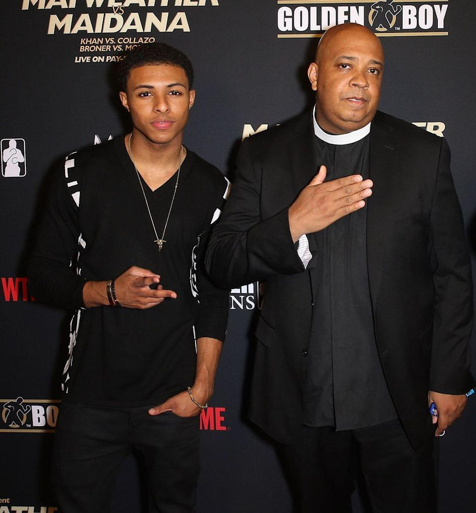 """<p><strong>Famous parent(s)</strong>: Rev. Run of RUN-D.M.C <br><strong>What it was like</strong>: """"[My dad] doesn't give me any advice,"""" he's <a href=""""http://www.baltimoresun.com/entertainment/music/bs-ae-music-story-1007-20110930-story.html"""" rel=""""nofollow noopener"""" target=""""_blank"""" data-ylk=""""slk:said"""" class=""""link rapid-noclick-resp"""">said</a>. """"He just steps back. He's a supportive dad who's on the bleachers cheering. He never said, 'You should change this line or be a certain way.'""""</p>"""