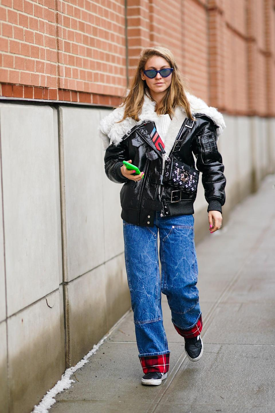 <p>Go skater-chic in a pair of slouchy straight-leg jeans with an oversize leather jacket and a simple tee.</p>