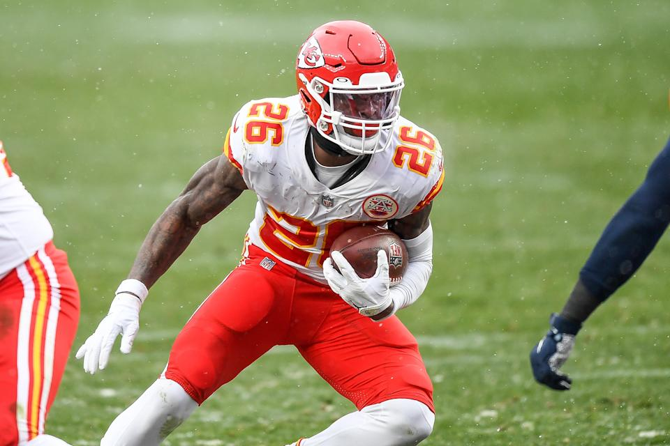Le'Veon Bell carries the ball during the Chiefs' game vs. the Broncos.
