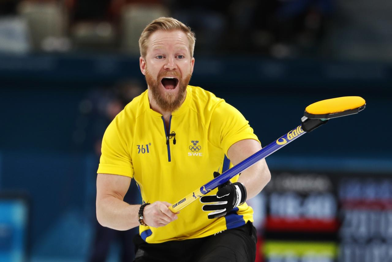 Curling - Pyeongchang 2018 Winter Olympics - Men's Round Robin - Canada v Sweden - Gangneung Curling Center - Gangneung, South Korea - February 17, 2018 - Niklas Edin of Sweden shouts. REUTERS/Cathal Mcnaughton