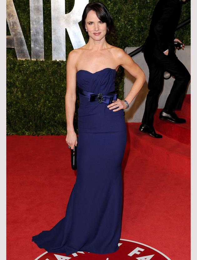 Oscars 2011 photos: Juliette Lewis looked beautiful in blue thanks to this strapless dress.