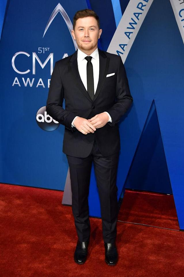 <p>McCreery is rocking a suit made by Ryan Seacrest's own label. (Photo: Getty Images) </p>