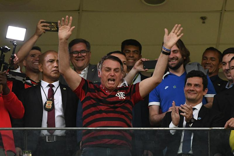 O presidente Jair Bolsonaro torce no estádio Mané Garrincha, em partida com do Flamengo com o CSA (Edu Andrade/Fatopress/Gazeta Press)
