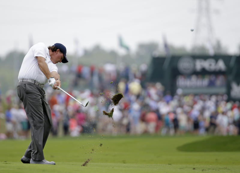 Lefty back in the mix at PGA, just 3 shots back