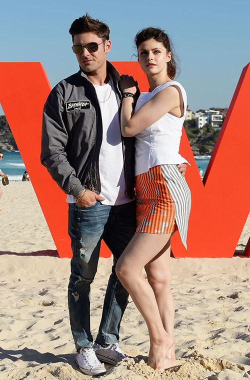 The Hollywood heartthrob landed Down Under yesterday and it didn't take he and his entourage long to hit the famous Sydney beach to greet their fans.