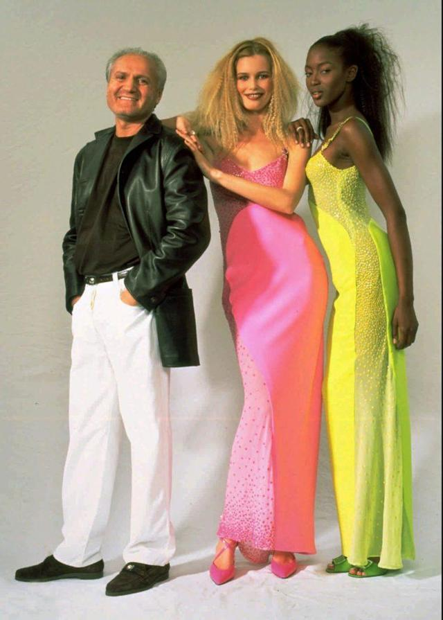 Versace poses with Claudia Schiffer, center, and Naomi Campbell in 1996. The models are clad in the Versace dresses they wore to the 68th Academy Awards. (Photo: AP/P.Castaldi)