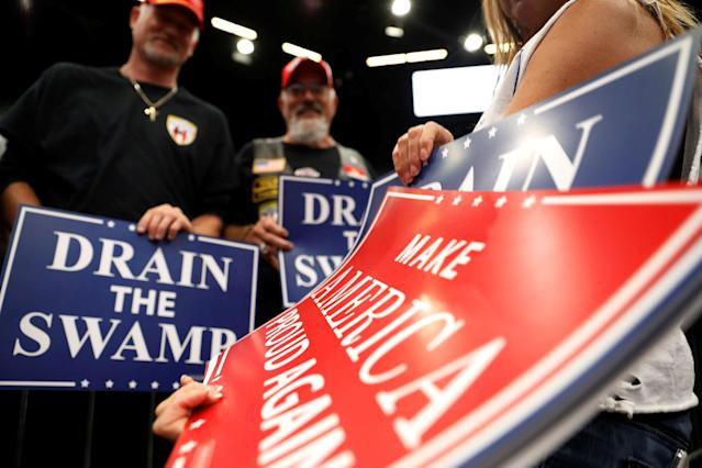 <p>Volunteer Danielle Miller hands out signs during a rally with U.S. President Donald Trump at the U.S. Cellular Center in Cedar Rapids, Iowa, June 21, 2017. (Photo: Scott Morgan/Reuters) </p>