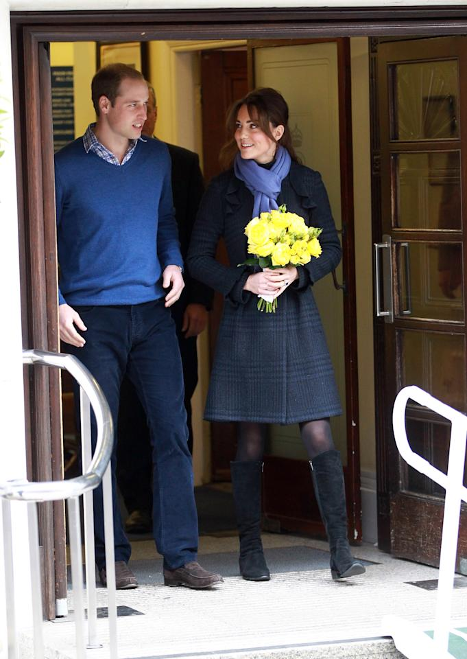 LONDON, ENGLAND - DECEMBER 06:  The Duchess of Cambridge, Catherine Middleton and Prince William, Duke of Cambridge leave the King Edward VII hospital where she has been treated for hyperemesis gravidarum, extreme morning sickness at King Edward VII Hospital on December 6, 2012 in London, England. (Photo by Fred Duval/Getty Images)