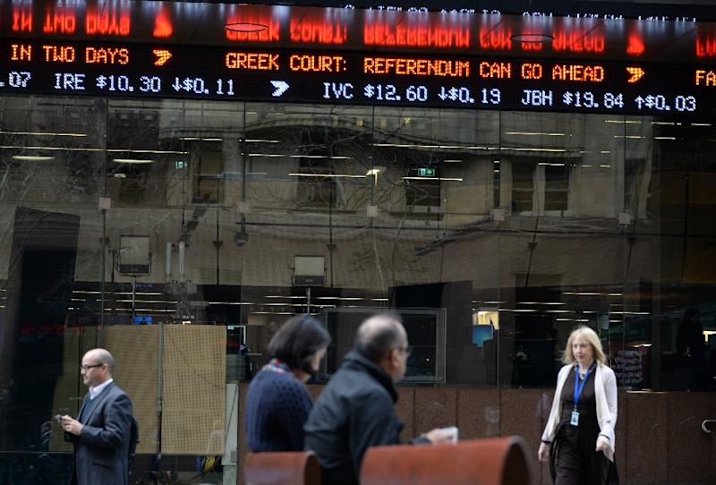 An electronic ticker shows developments on the Greek economy at the central business district of Sydney, on July 7, 2015 (AFP Photo/Saeed Khan)