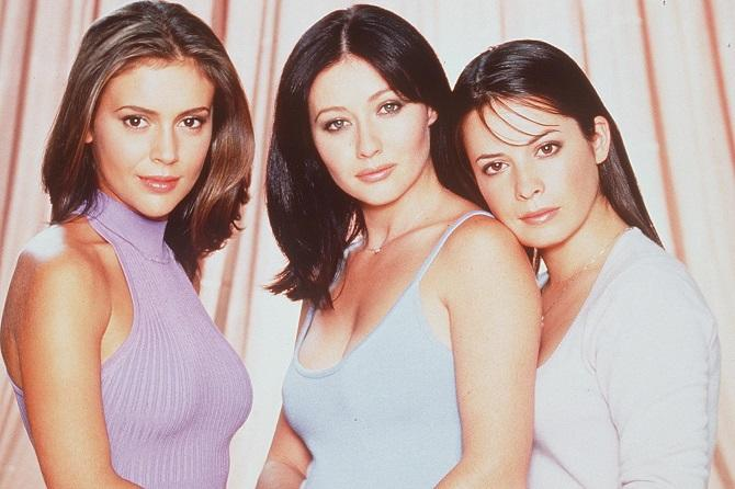 1999 Alyssa Milano, Shannen Doherty y Holly Marie Combs en Embrujadas (Photo By Getty Images)