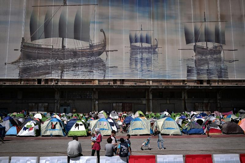 Migrants' tents at the port of Piraeus in Greece where thousands of people have found temporary shelter, stranded in the country as Balkan states shut their borders (AFP Photo/Louisa Gouliamaki)