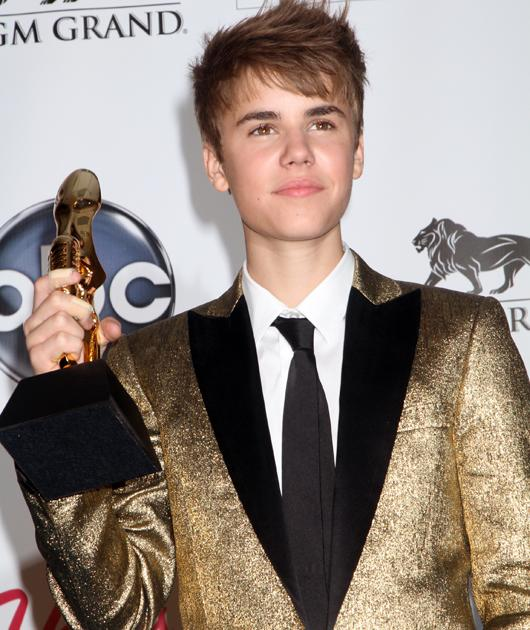 Golden boy Bieber Oh Justin, you can even pull of this dreadful gold sparkly jacket, how do you do it?