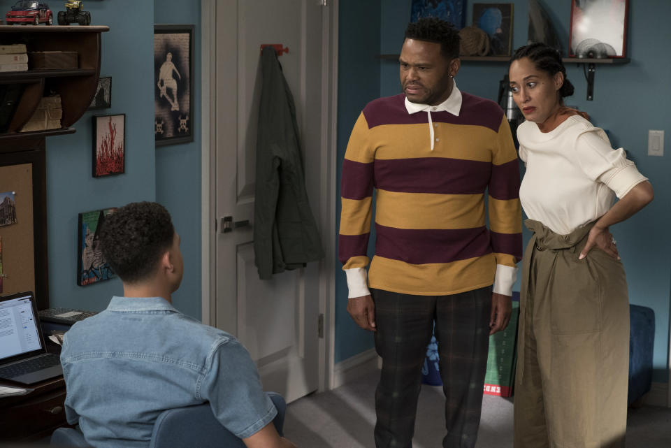 """Anthony Anderson and Tracee Ellis Ross in this week's """"R-E-S-P-E-C-T"""" episode of <em>Black-ish. </em>(Photo: Eric McCandless/ABC)"""