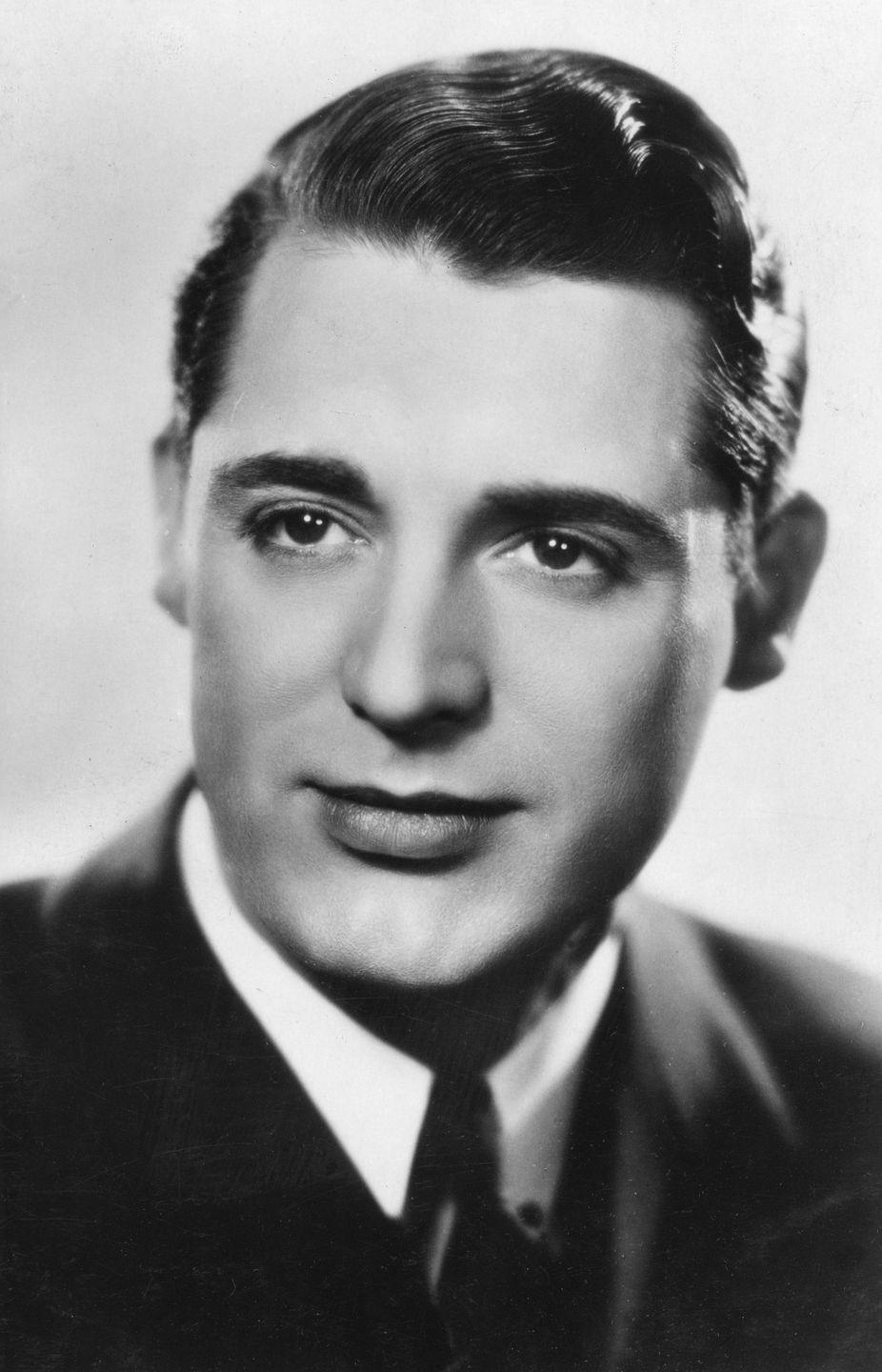 <p>After screen testing at Paramount Pictures, the studio signed Grant to a five-year contract with a starting salary of $450 a week.</p>