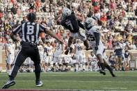 Cincinnati wide receiver Tre Tucker (7) makes a catch during the second half of an NCAA college football game against Murray State, Saturday, Sept. 11, 2021, in Cincinnati. (AP Photo/Jeff Dean)