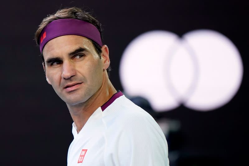Tennis: Federer fined $3,000 for swearing at Australian Open
