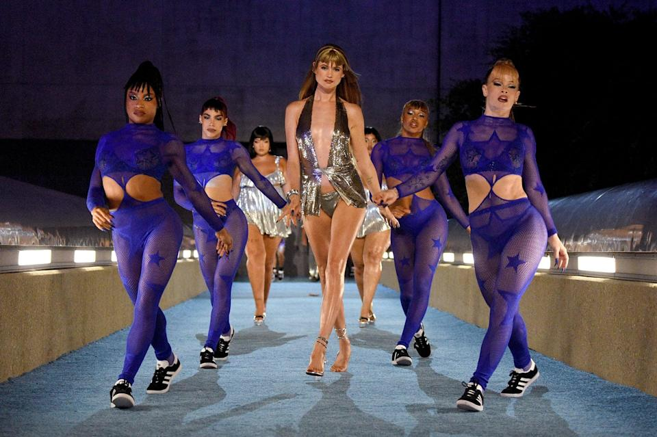 <p>All eyes were likely on Behati when she stepped out.</p>