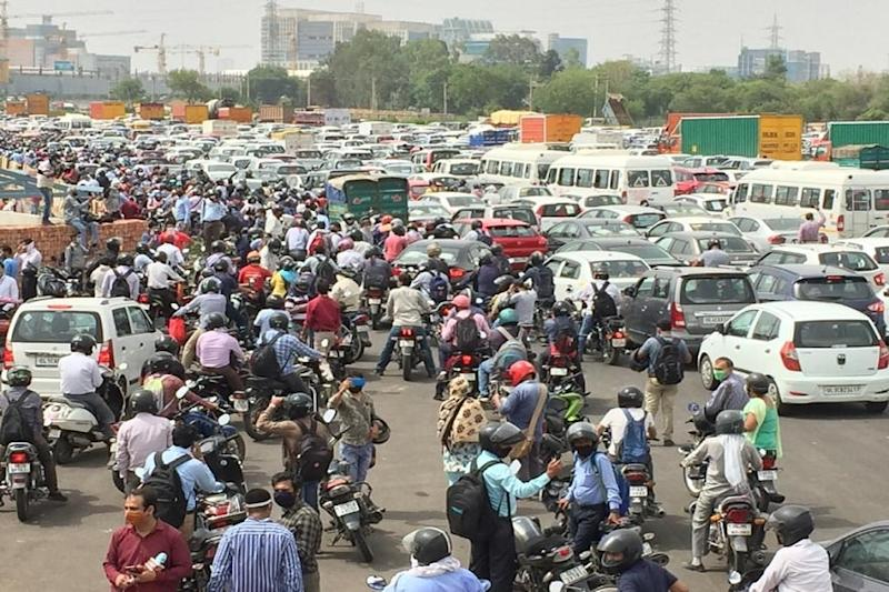 SC Seeks Uniform Policy for Travel Across NCR as Sealed Borders Cause Traffic Chaos