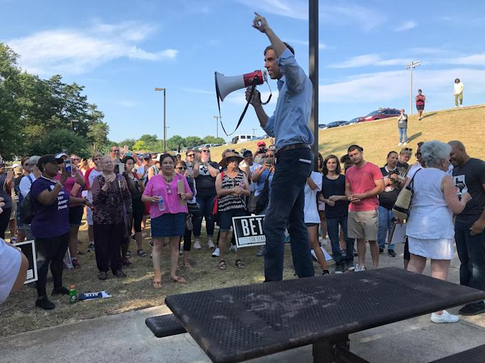 Beto O'Rourke speaks to supporters before a door-to-door canvassing event in DeSoto, Texas. (Photo: Holly Bailey/Yahoo News)