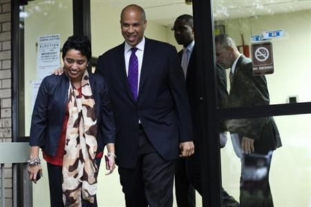Newark Mayor and U.S. Senate candidate Cory Booker (2nd L) exits a polling station after casting his vote during the Senate primary election in Newark, New Jersey, October 16, 2013. REUTERS/Eduardo Munoz