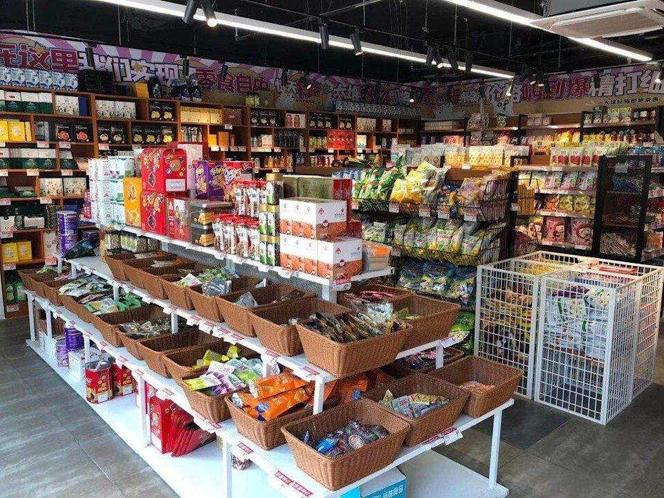 People shop at a HotMaxx store in Beijing, which only sells foods close to their expiration date at a discount. Photo: Tom Wang