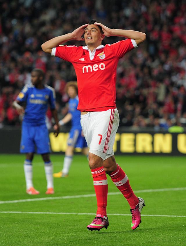 AMSTERDAM, NETHERLANDS - MAY 15: Oscar Cardozo of Benfica reacts after his goal was disallowed for offside during the UEFA Europa League Final between SL Benfica and Chelsea FC at Amsterdam Arena on May 15, 2013 in Amsterdam, Netherlands. (Photo by Jamie McDonald/Getty Images)