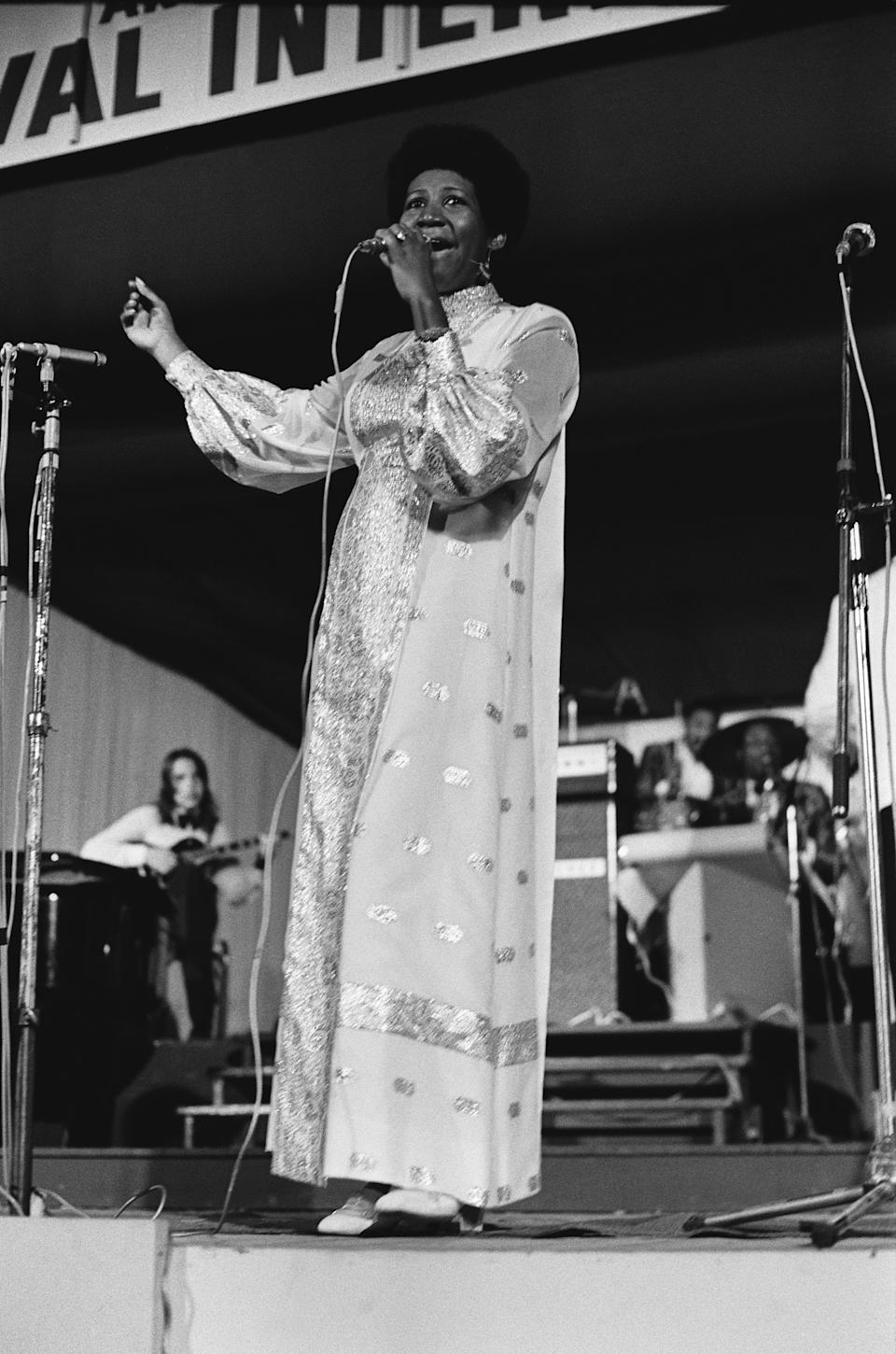 <p>Aretha Franklin wears a long-sleeve embroidred caftan dress with balloon sleeves and a teeny weeny Afro while performing at a jazz festival. (Photo by GAMMA/Gamma-Rapho via Getty Images) </p>
