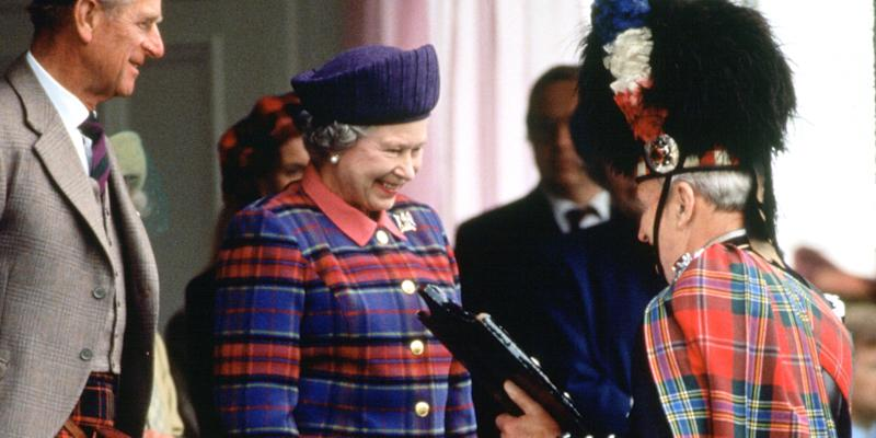 Queen Elizabeth\'s Fashion Exhibit Will Be Full of Tartans, Ball ...