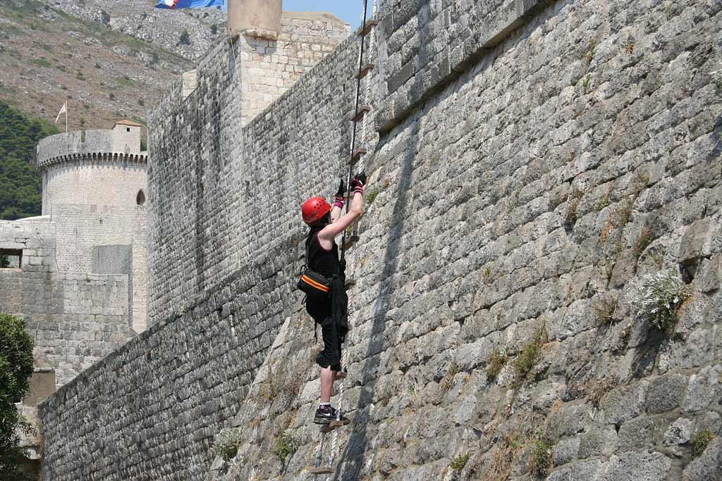 Teams must climb the city wall of Dubrovnik, Croatia.  Once they arrive at the top, they make their way to Trg Oruzja where they will receive their next clue on The Amazing Race 12.