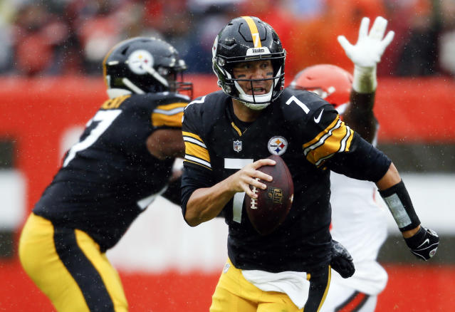 FILE - In this Sunday, Sept. 9, 2018, file photo, Pittsburgh Steelers quarterback Ben Roethlisberger runs the with the ball during the first half of an NFL football game against the Cleveland Browns in Cleveland. Roethlisberger is expected to play Sunday against the Kansas City Chiefs, despite injuring his right elbow late in a tie in Cleveland in Week 1. (AP Photo/Ron Schwane, File)