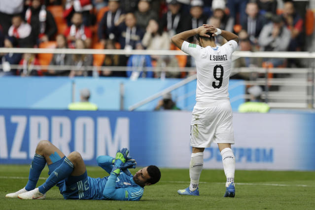 Uruguay's Luis Suarez, right, reacts after missing a scoring chance during the group A match between Egypt and Uruguay at the 2018 soccer World Cup in the Yekaterinburg Arena in Yekaterinburg, Russia, Friday, June 15, 2018. (AP Photo/Natacha Pisarenko)