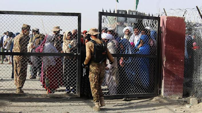 Pakistani soldiers on duty at the Spin Boldak border crossing with Afghanistan - 27 August 2021