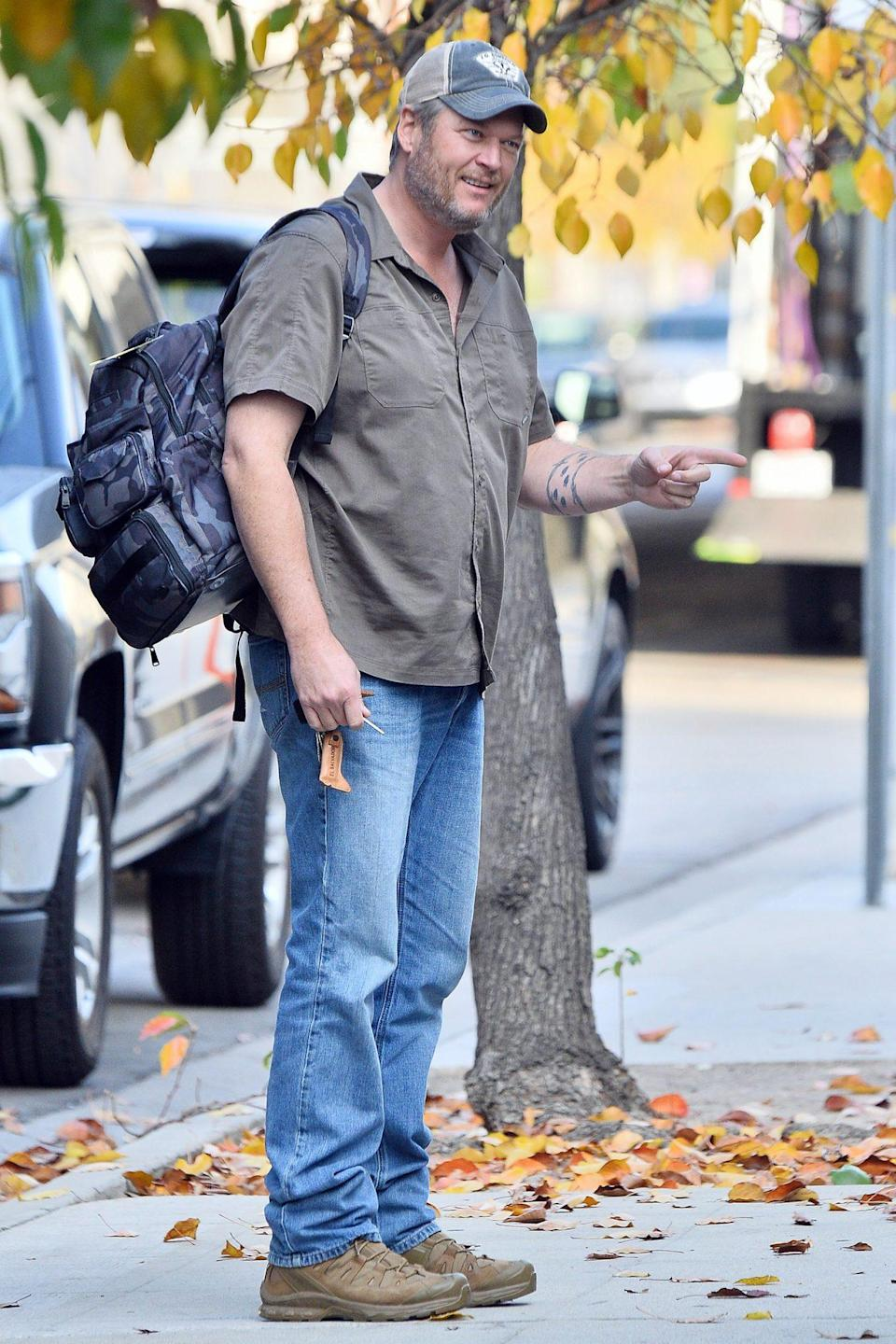 <p>Blake Shelton dresses casually as he heads over to the studio in Burbank, California on Sunday.</p>