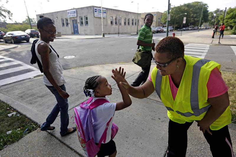 Guards help escort Chicago kids to new schools