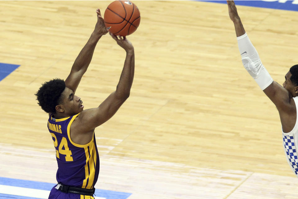 LSU's Cameron Thomas, left, shoots near Kentucky's Keion Brooks Jr. during the first half of an NCAA college basketball game in Lexington, Ky., Saturday, Jan. 23, 2021. (AP Photo/James Crisp)