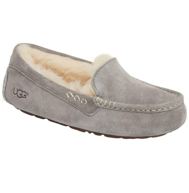 """<p><strong>Ugg</strong></p><p>nordstrom.com</p><p><strong>$99.95</strong></p><p><a href=""""https://go.redirectingat.com?id=74968X1596630&url=https%3A%2F%2Fwww.nordstrom.com%2Fs%2Fugg-ansley-water-resistant-slipper-women%2F3164992&sref=https%3A%2F%2Fwww.esquire.com%2Flifestyle%2Fg18726497%2Flast-minute-mothers-day-gift-ideas%2F"""" rel=""""nofollow noopener"""" target=""""_blank"""" data-ylk=""""slk:Buy"""" class=""""link rapid-noclick-resp"""">Buy</a></p><p>Uggs are any person's dream, perfect for wearing around the house but water resistant in case she needs to run errands or grab the mail. </p>"""