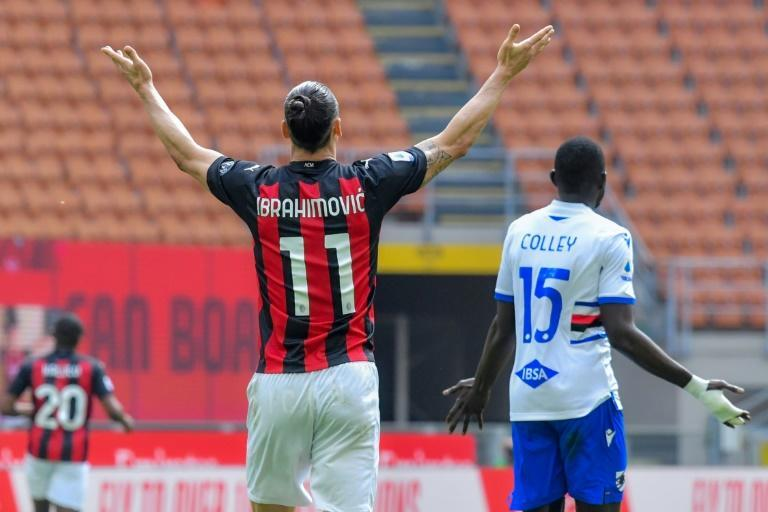 Zlatan Ibrahimovic's (L) AC Milan were held 1-1 by Sampdoria in the San Siro.