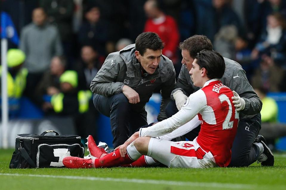 Hector Bellerin may miss Arsenal's match against Hull after injuring his head in the match against Chelsea (AFP Photo/Ian KINGTON)