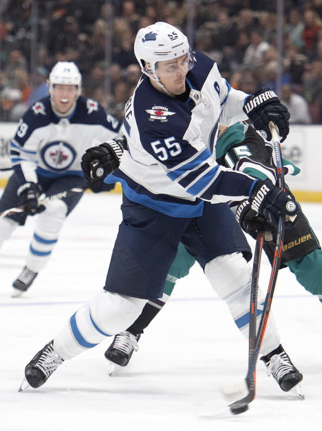 Winnipeg Jets center Mark Scheifele shoots during the first period of the team's NHL hockey game against the Anaheim Ducks in Anaheim, Calif., Wednesday, March 20, 2019. (AP Photo/Kyusung Gong)