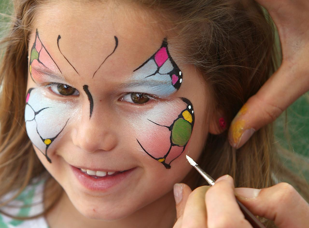 SYDNEY, AUSTRALIA - JANUARY 03:  A young fan gets her face painted like a butterfly in Australia colors during day one of the Third Test match between Australia and Sri Lanka at Sydney Cricket Ground on January 3, 2013 in Sydney, Australia.  (Photo by Marianna Massey/Getty Images)